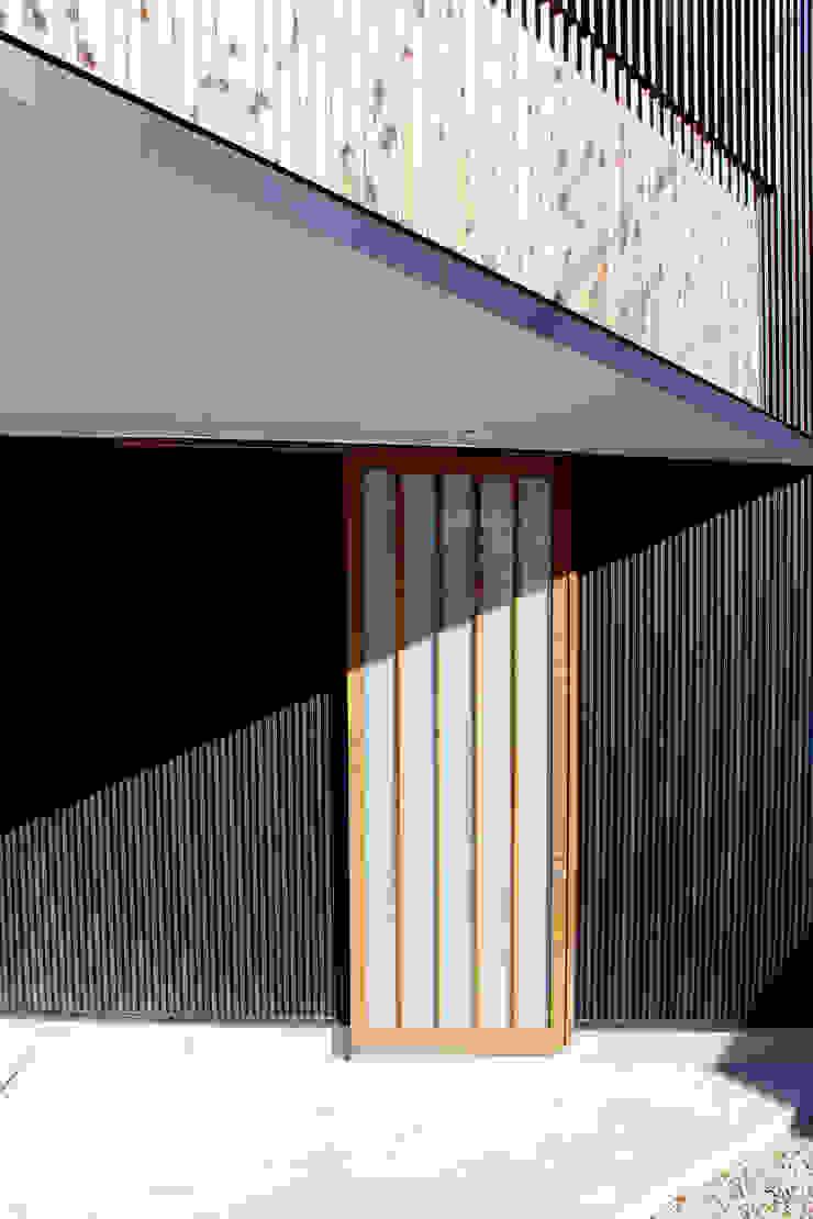 玄関 日本家屋・アジアの家 の 秀田建築設計事務所 和風