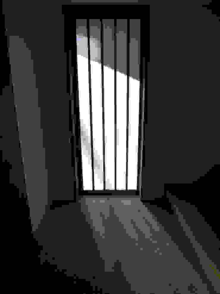 玄関土間 アジア・和風の 窓&ドア の 秀田建築設計事務所 和風