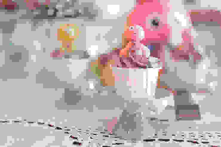 Os divertidos e saborosos cupcakes. por Lima Limão- Festas com charme Moderno