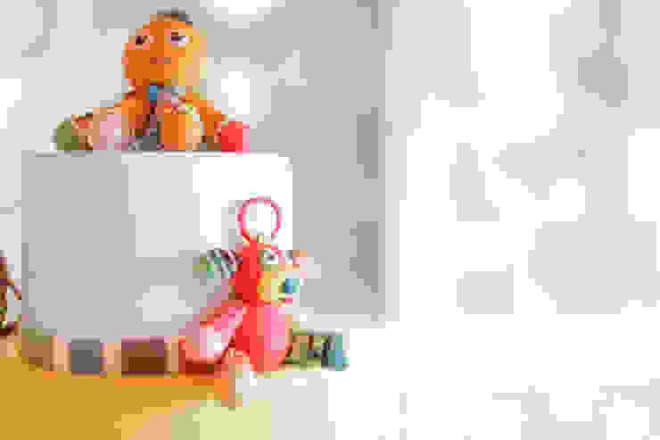 Detalhe do topo do bolo de aniversário. por Lima Limão- Festas com charme Moderno