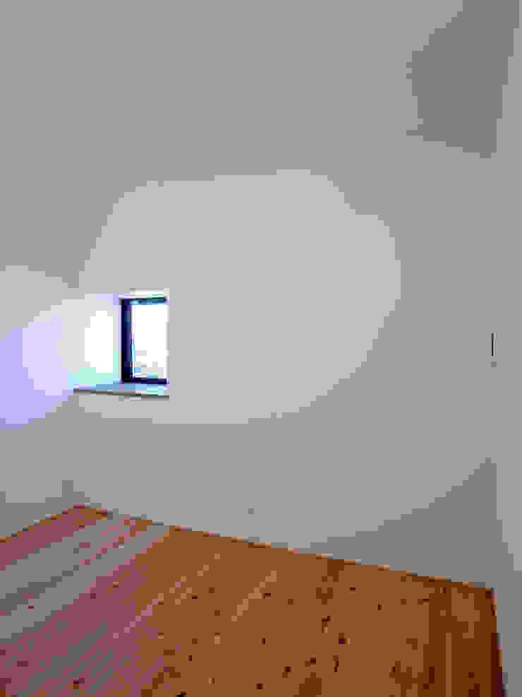趣味の部屋 モダンスタイルの寝室 の 秀田建築設計事務所 モダン