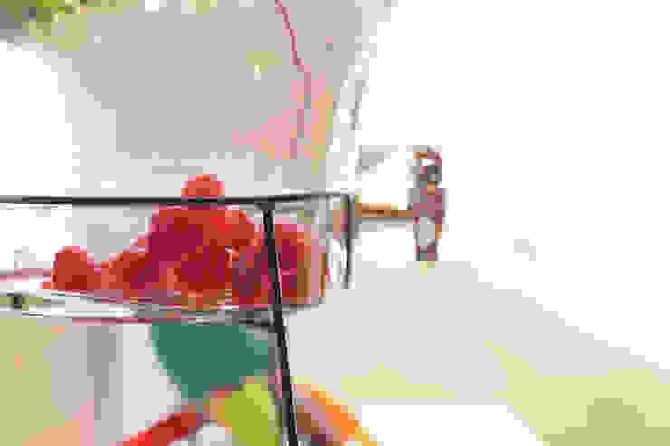 Detalhe do dispenser com água aromatizada. por Lima Limão- Festas com charme Moderno
