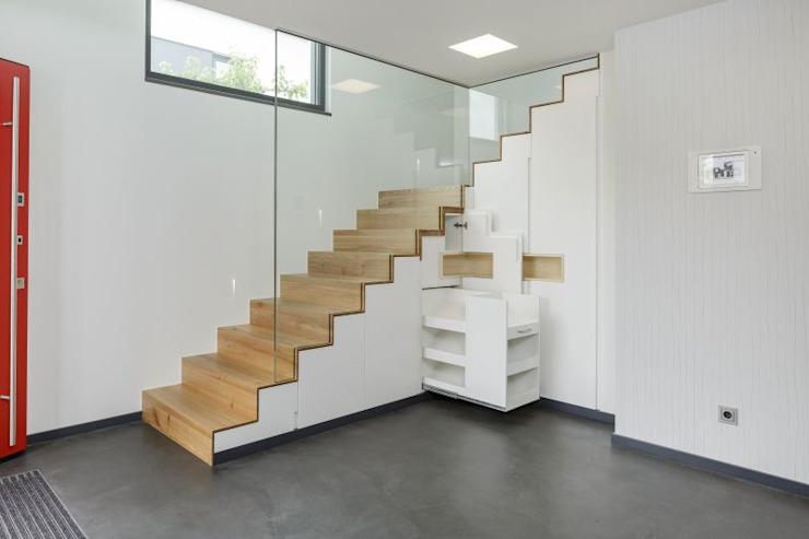 Modern Corridor, Hallway and Staircase by LUXHAUS Vertrieb GmbH & Co. KG Modern