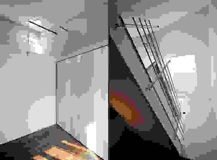 Modern corridor, hallway & stairs by Diego Bortolato Architetto Modern