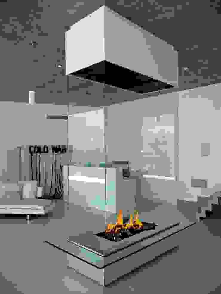 Cheminée Suspendu par Bloch Design Moderne
