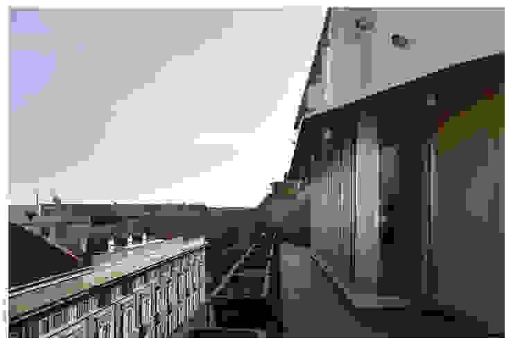 Varandas, alpendres e terraços ecléticos por Garbadellarchitetti Eclético