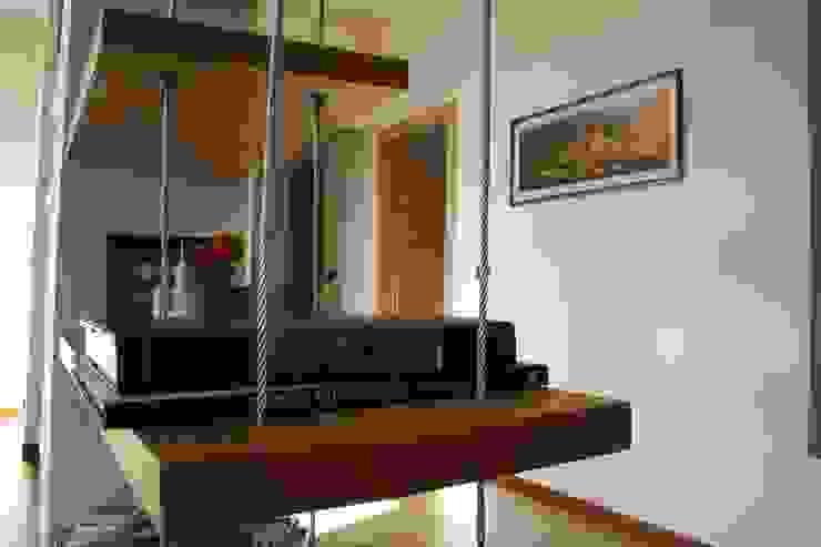 Livings modernos: Ideas, imágenes y decoración de enrico massaro architetto Moderno