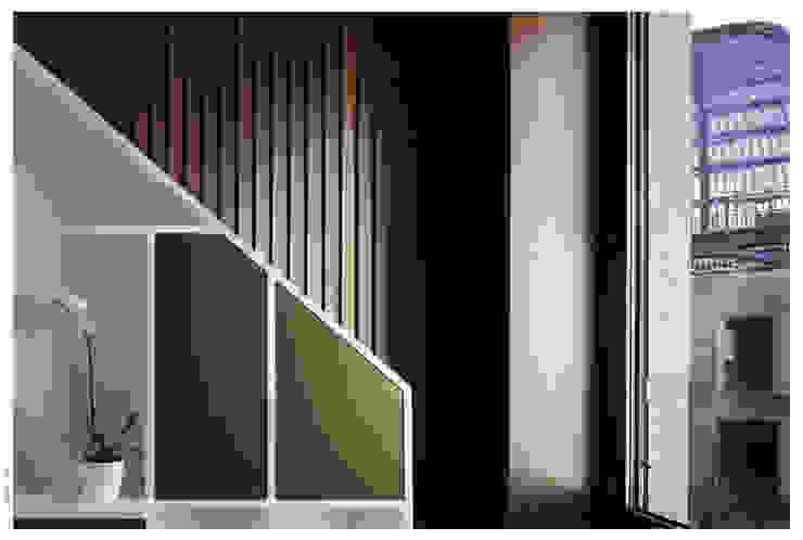 Penthouse bioclimatica a forma di cappello. di Garbadellarchitetti Eclettico