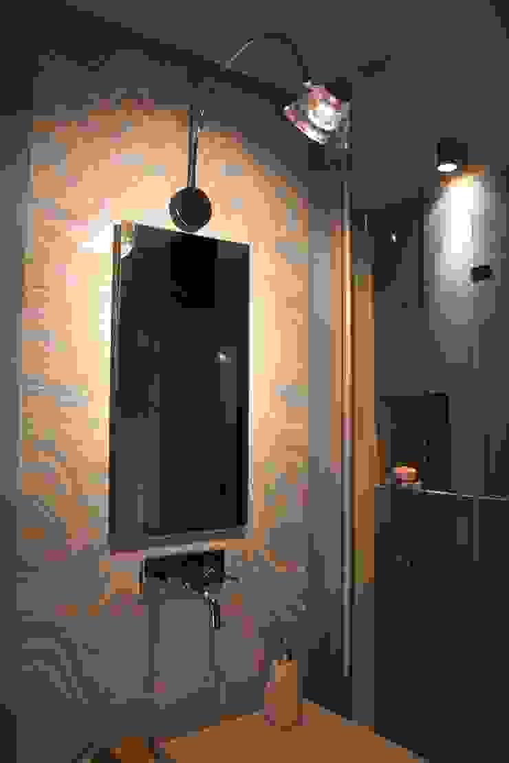 Baños modernos de enrico massaro architetto Moderno