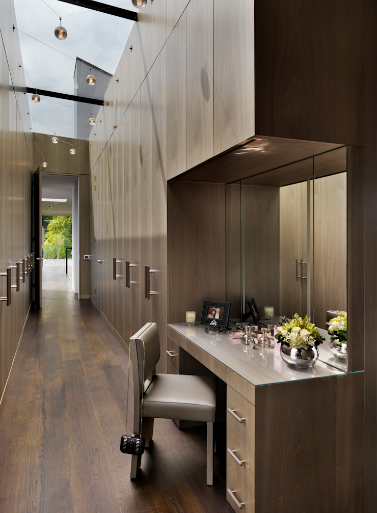 Berkshire Modern dressing room by Gregory Phillips Architects Modern