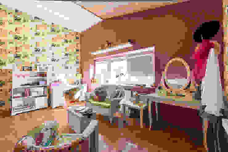 Dormitorios infantiles de estilo colonial de Ольга Макарова (Экодизайн) Colonial