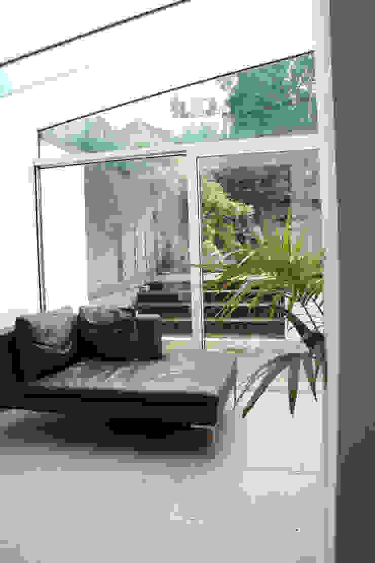 Hampstead Minimalist living room by Gregory Phillips Architects Minimalist