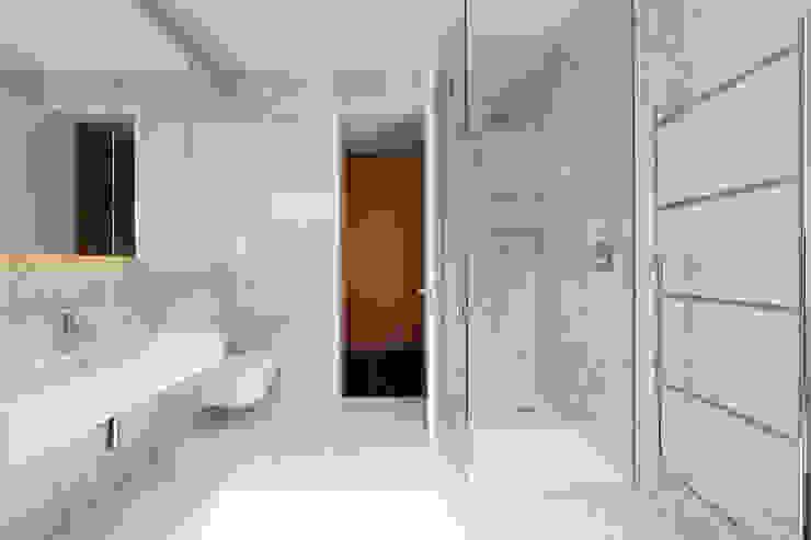 Carlton Hill, London ミニマルスタイルの お風呂・バスルーム の Gregory Phillips Architects ミニマル