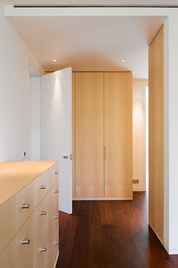 Carlton Hill, London Minimalist dressing room by Gregory Phillips Architects Minimalist