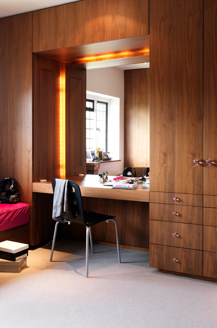 Totteridge Eclectic style dressing room by Gregory Phillips Architects Eclectic