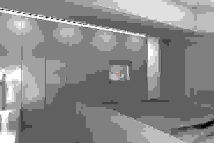 ambienti di qualità in piccoli spazi Camera da letto moderna di Giussani Patrizia Moderno