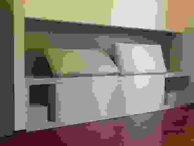 Tutta un'altra camera Camera da letto in stile mediterraneo di Giussani Patrizia Mediterraneo