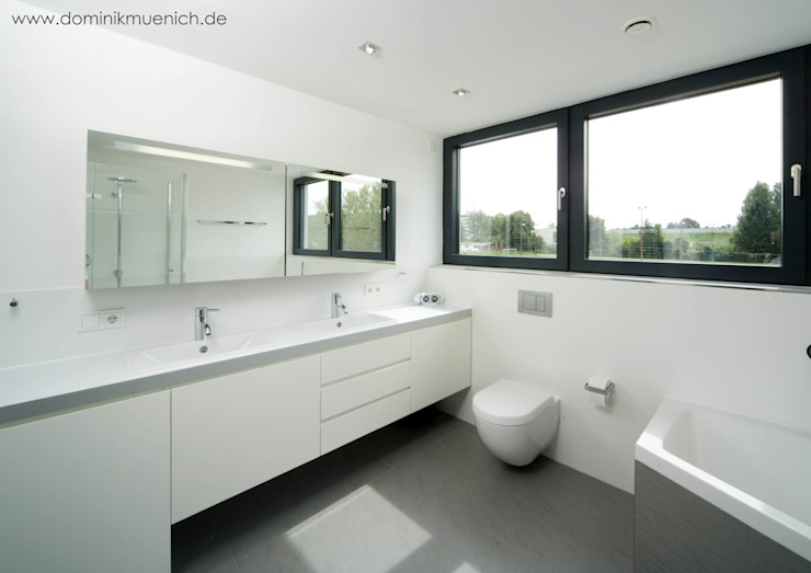 Modern bathroom by Architekturbüro Ferdinand Weber Modern