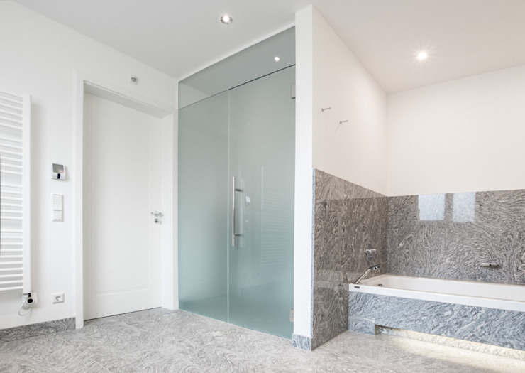 Pientka - Faszination Naturstein Modern style bathrooms