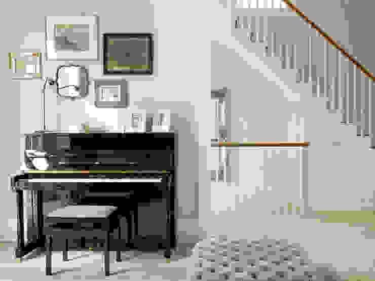 Wimbledon Livings de estilo moderno de LEIVARS Moderno