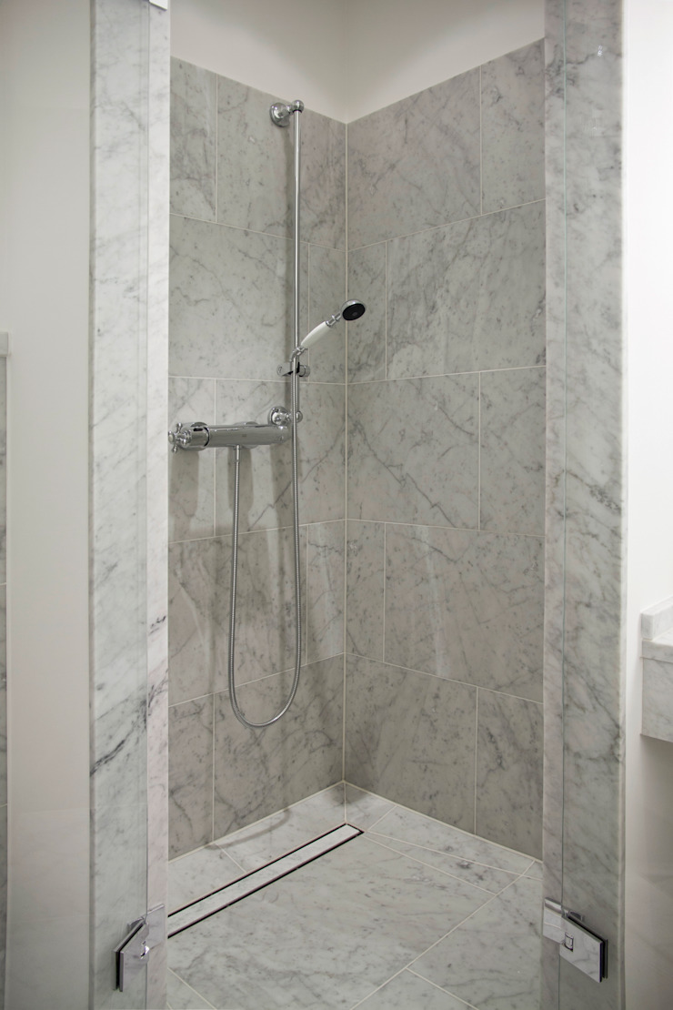 Classic style bathroom by Pientka - Faszination Naturstein Classic