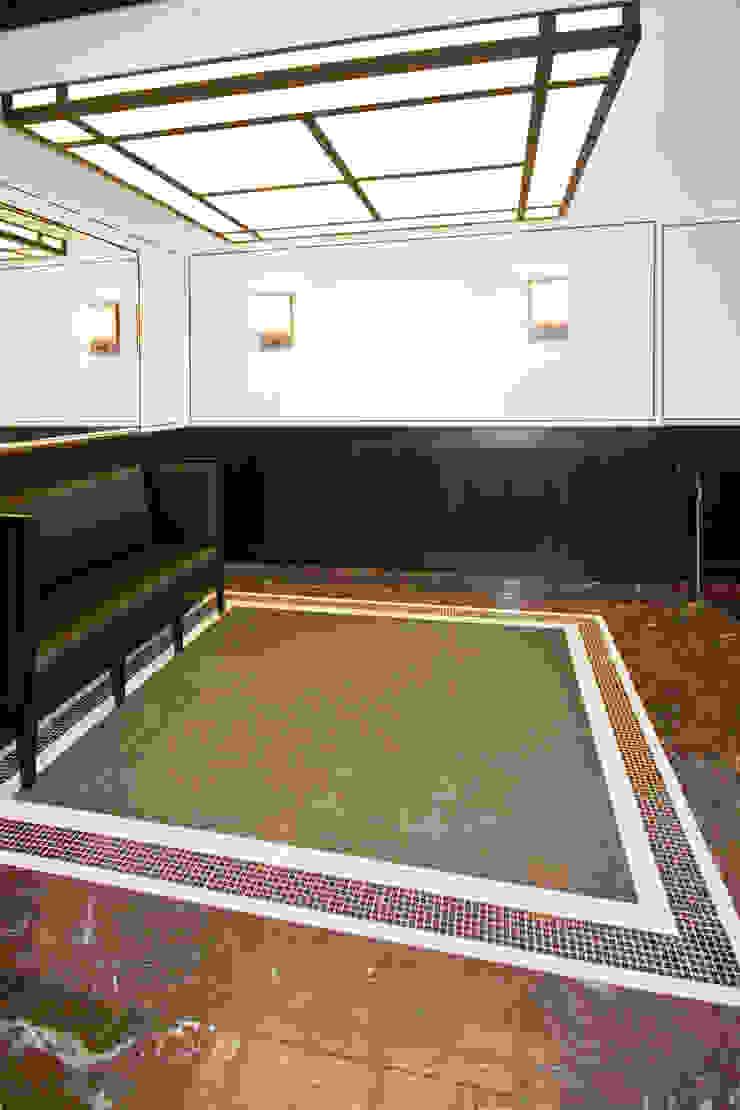 Pasillos, vestíbulos y escaleras de estilo clásico de Pientka - Faszination Naturstein Clásico