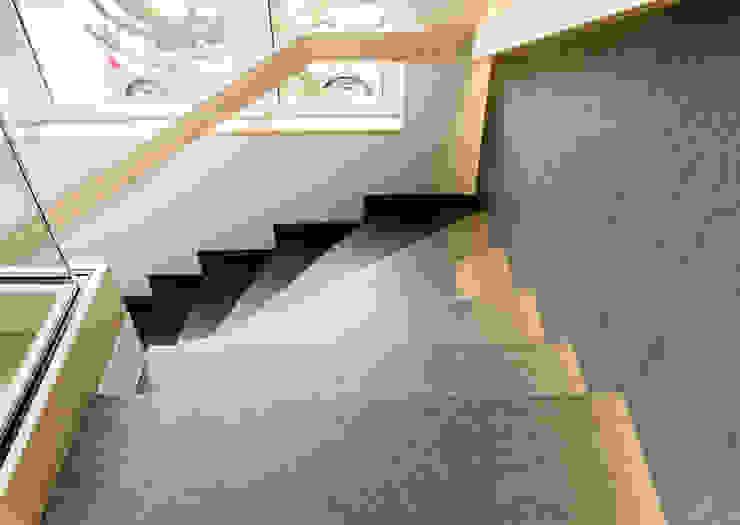 Modern Corridor, Hallway and Staircase by Pientka - Faszination Naturstein Modern