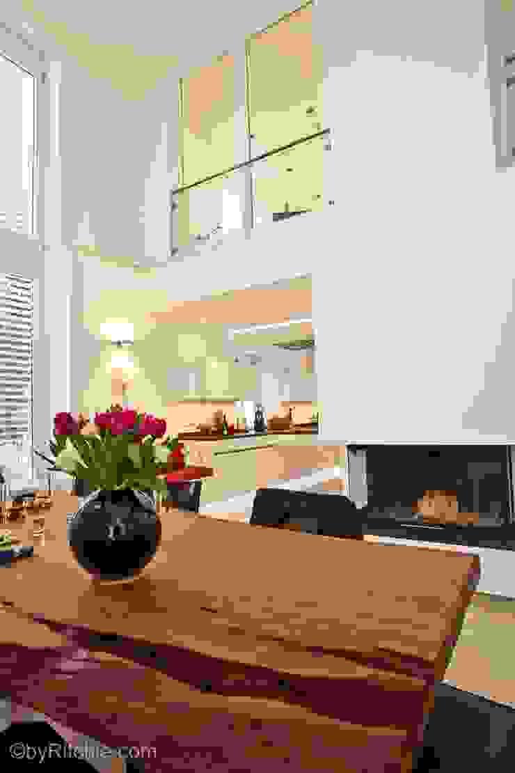 umbau und sanierung eines stadthauses in stadtamhof, regensburg Moderne Esszimmer von Architekturbüro Ferdinand Weber Modern