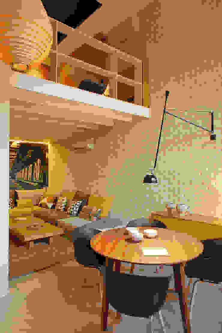 Modern dining room by The Room Studio Modern