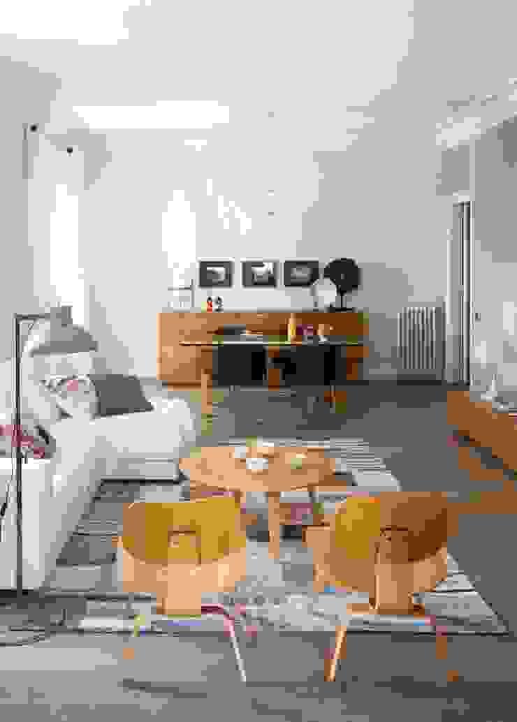 VIVIENDA TRAVESSERA Salones de estilo colonial de The Room Studio Colonial