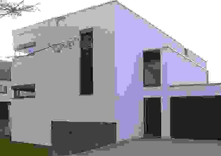 Casas modernas por Architekturbüro Ferdinand Weber Moderno