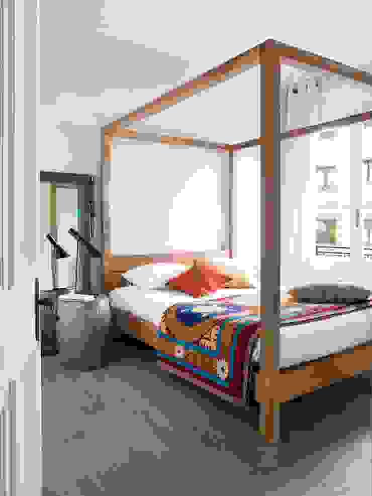 VIVIENDA TRAVESSERA Dormitorios de estilo colonial de The Room Studio Colonial