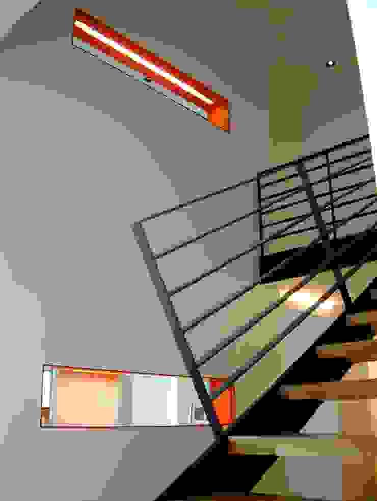 Corredores, halls e escadas modernos por Architekturbüro Ferdinand Weber Moderno