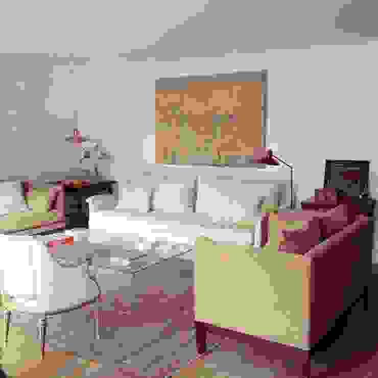 Phòng khách: thiết kế nội thất · bố trí · ảnh bởi Vade Studio SC