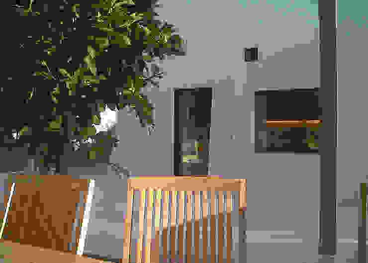 House for Holidays, 2009 Balkon, veranda & terras van MFA Architects