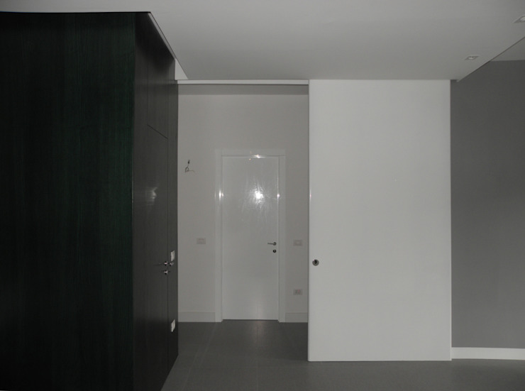 LMarchitects Corridor, hallway & stairsClothes hooks & stands