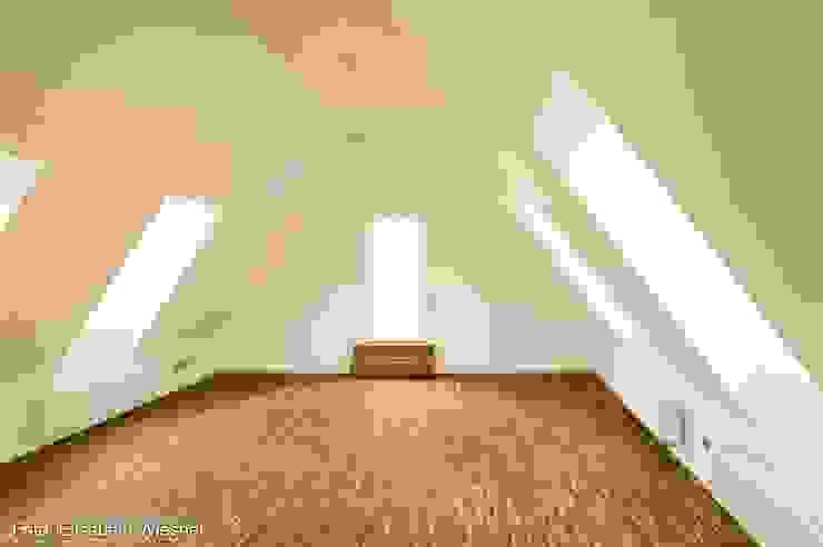 根據 Architekturbüro Ferdinand Weber 現代風