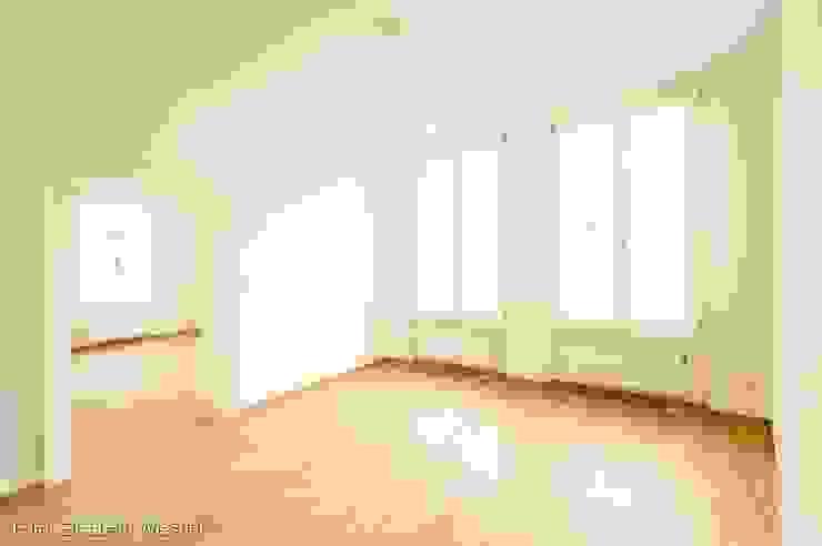 现代客厅設計點子、靈感 & 圖片 根據 Architekturbüro Ferdinand Weber 現代風