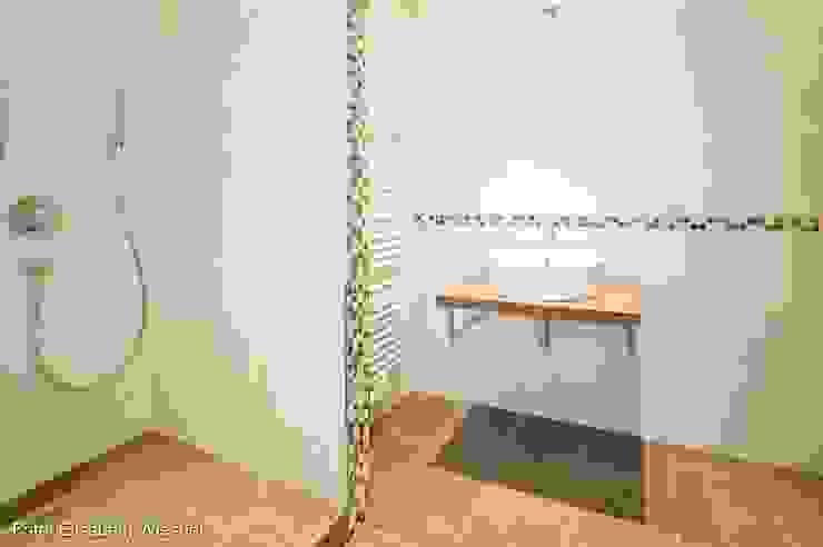 現代浴室設計點子、靈感&圖片 根據 Architekturbüro Ferdinand Weber 現代風