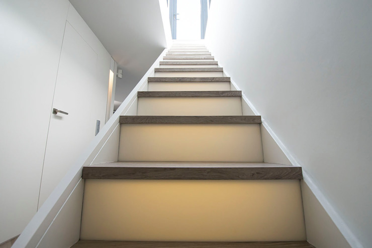 Black&white House Pasillos, vestíbulos y escaleras de estilo moderno de Blank Interiors Moderno