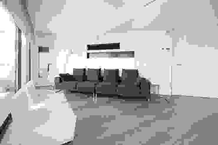 Black&white House Salones de estilo moderno de Blank Interiors Moderno