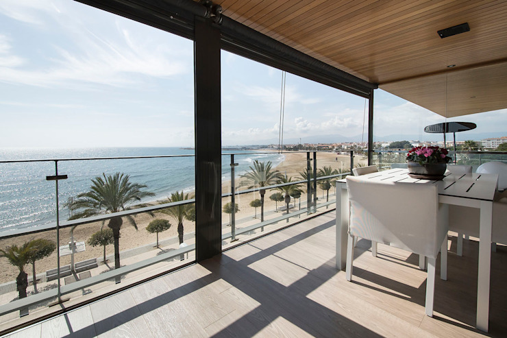Black&white House Balcones y terrazas de estilo moderno de Blank Interiors Moderno