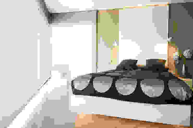 Black&white House Dormitorios de estilo moderno de Blank Interiors Moderno