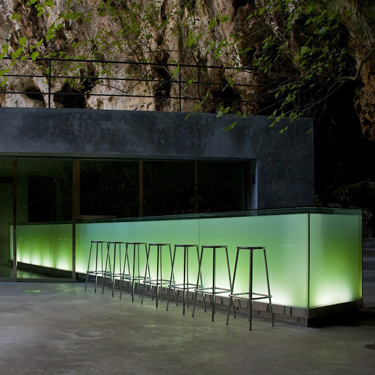 Bar in the Caves of Porto Cristo by A2arquitectos Modern