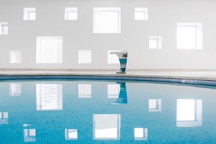 Pool and spa area for an Hotel Minimalist spa by A2arquitectos Minimalist