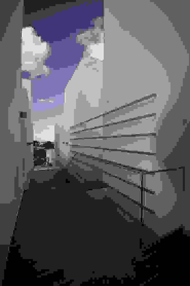 Mediterranean corridor, hallway & stairs by Monica Alejandra Mellace Mediterranean