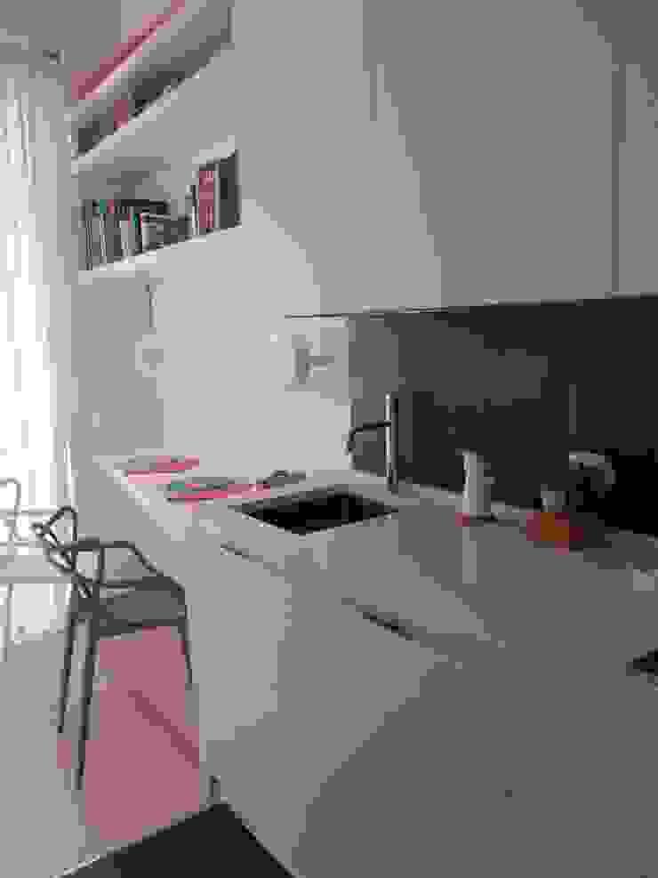 _Cucina Case moderne di Idealarchitecture Moderno