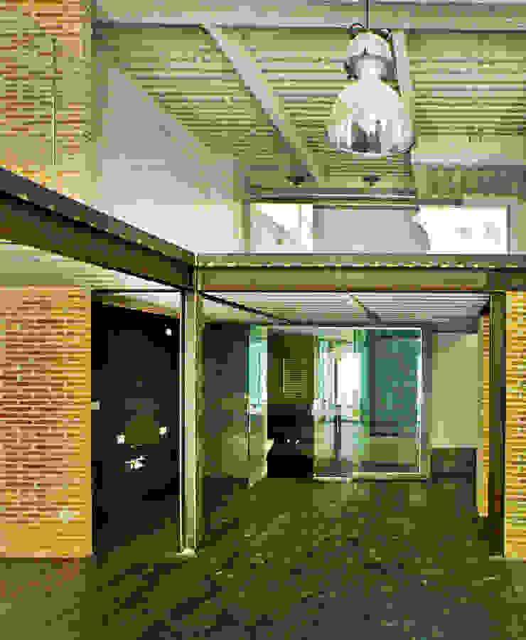 Industrialer Flur, Diele & Treppenhaus von Pablo Echávarri Arquitectura Industrial