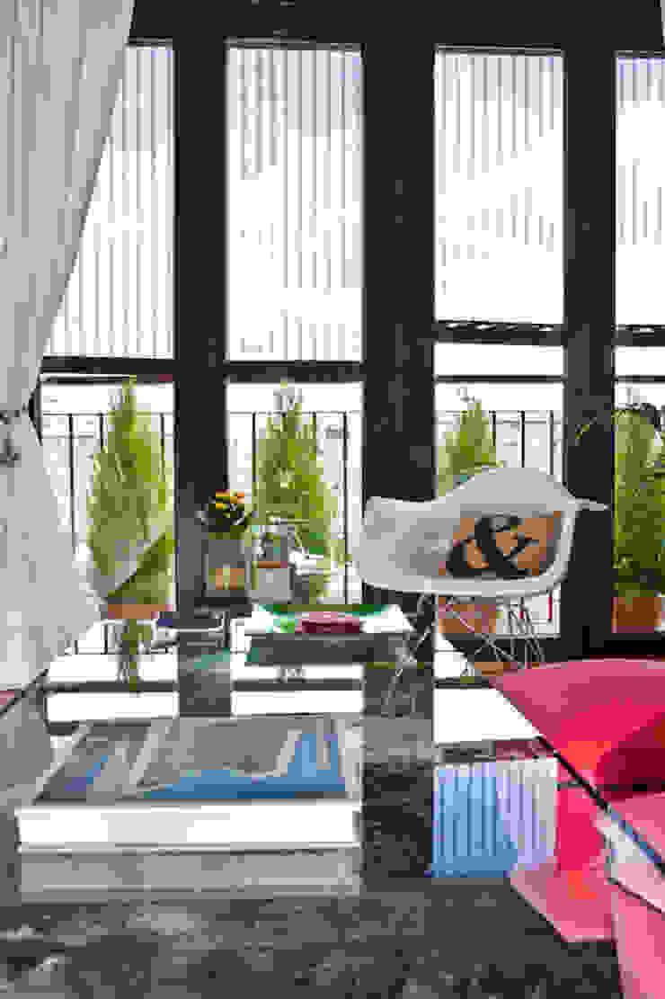 Vivienda en Madrid Salones de estilo moderno de www.rocio-olmo.com Moderno