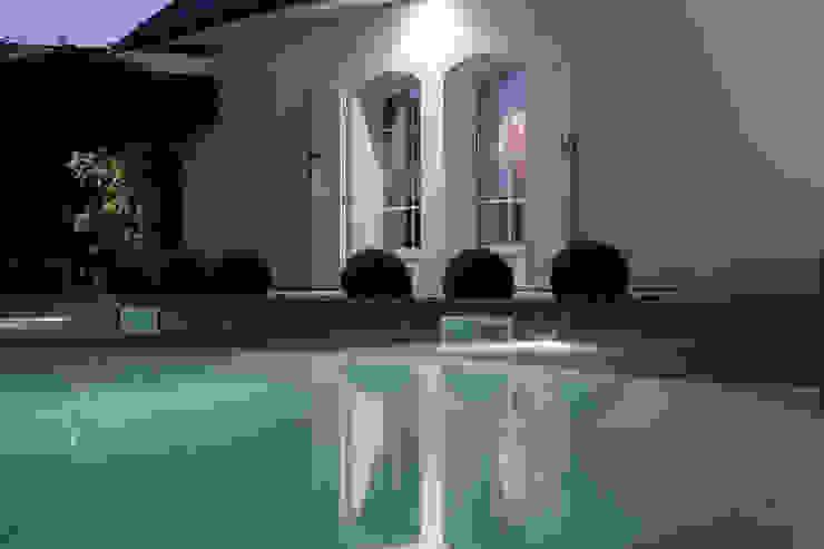 Jardin de nuit Piscine moderne par Art Bor Concept Moderne